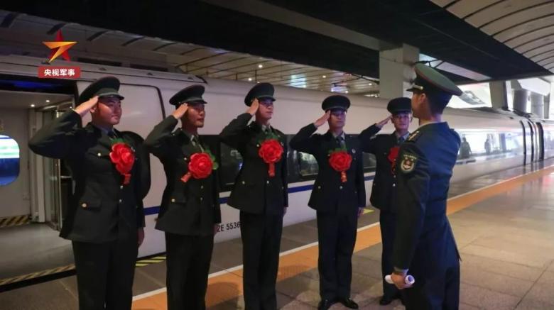刚参加过国庆阅兵的仪仗队员退伍了,临别嘱托誓言铮铮!
