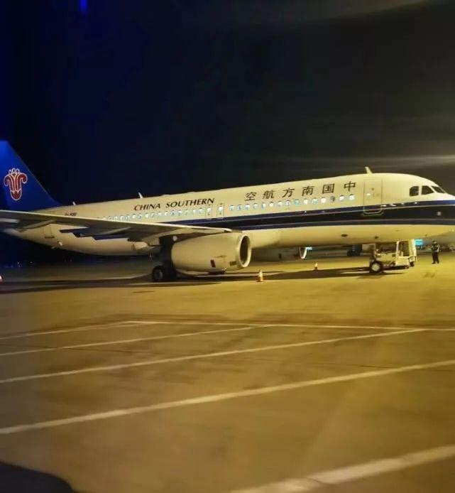 南航航班落地故障机上乘客143人 乘客闻到一股轮胎像烧了的味道