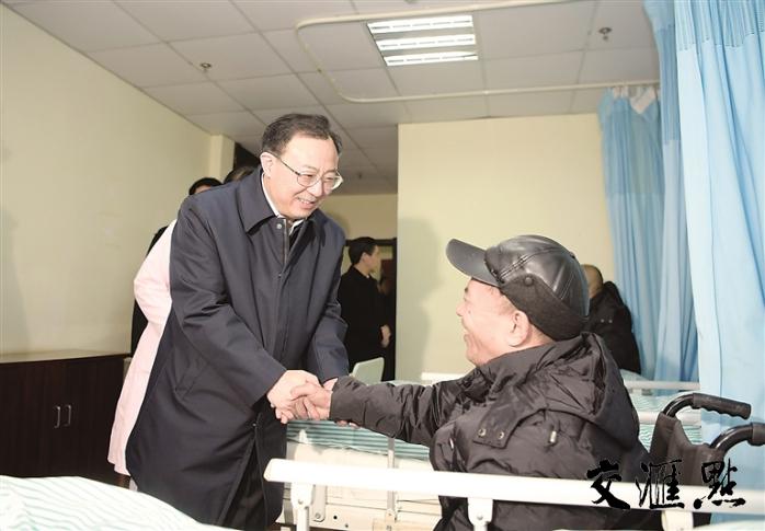 吴政隆在盐城走访慰问时强调,以实际工作成效解民忧暖民心