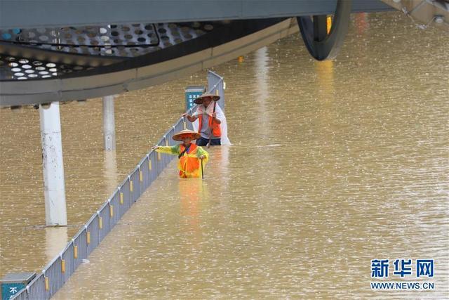 南方多地遭强降雨 长江水位持续上涨