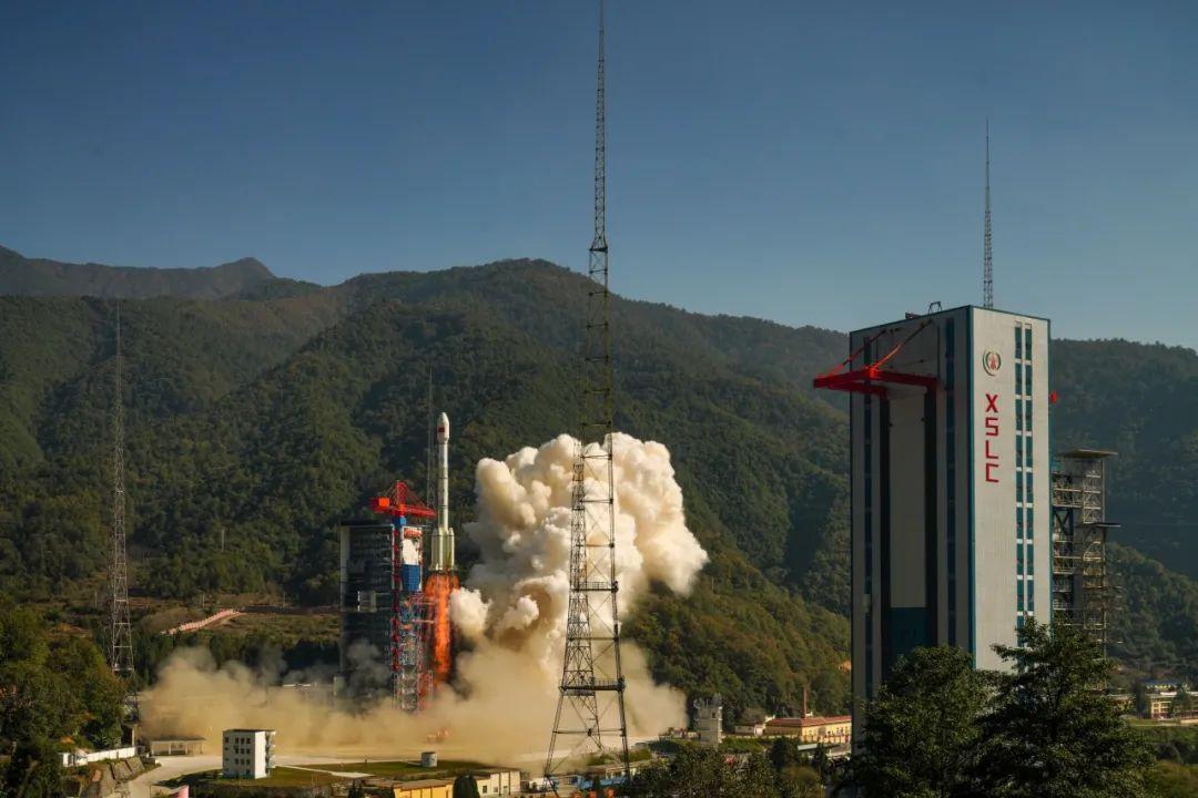 我国成功发射高分十四号卫星!这次的长三乙运载火箭长高了